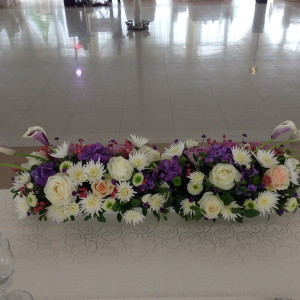 aranjament cu cale, hortensii, crizanteme, trandafiri si verdeata