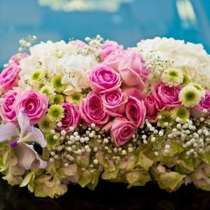aranjament floral cu roz
